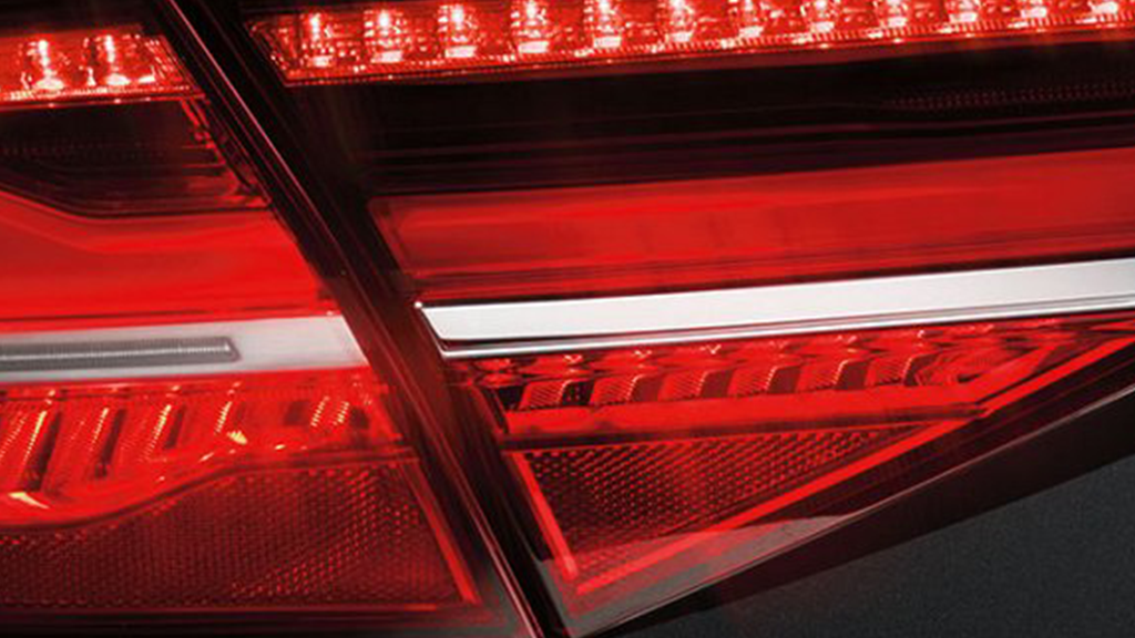 2017_Audi_A8L_exterior_taillights.png